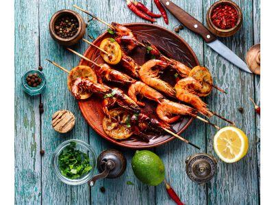 Teppanyaki grilled prawns with Mediterranean salad
